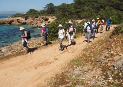 groupe de randonneurs ans la baie de Porto Conto