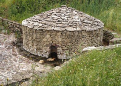 Sardaigne, Monteleone Rocca Doria, source ferrugineuse antique
