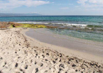 Sardaigne, plage de la Bombarge déserte