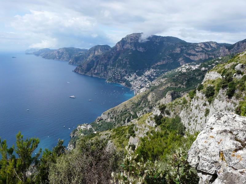 vue sur le cap de Sorrente depuis Positano